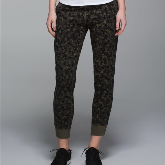 3f8c83727 lululemon athletica Pants - Lululemon No Sweat Pant in camo